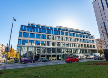 New office building in Powiśle district