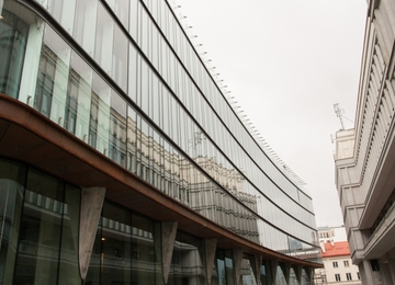 Centrum Bankowo-Finansowe under reconstruction