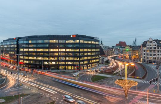 Business services sector leases 380,000 sq m of office space outside Warsaw